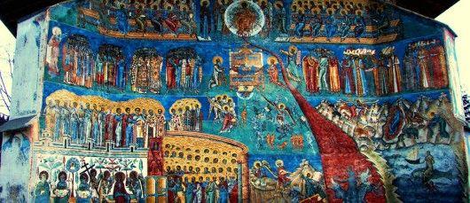 """Manastirea Voronet  Manastirea Voronet Constituie unul dintre cele mai izbitoare exemple ale purului stil moldovenesc. Albastrul de Voronet (azuriu stralucitor) salasluieste pe zidurile locasului sfant inca din 1540 si le impodobeste intr-un mod cu totul si cu totul aparte in fresce precum:  """"Judecata de Apoi"""", """"Arborele lui Iesei"""" sau """"Pacatul lui Adam"""". Istoric Biserica datateza inca din 1488 si a fost construita in doar patru luni si 2 saptamani, pe locul unui vechi schit din lemn."""