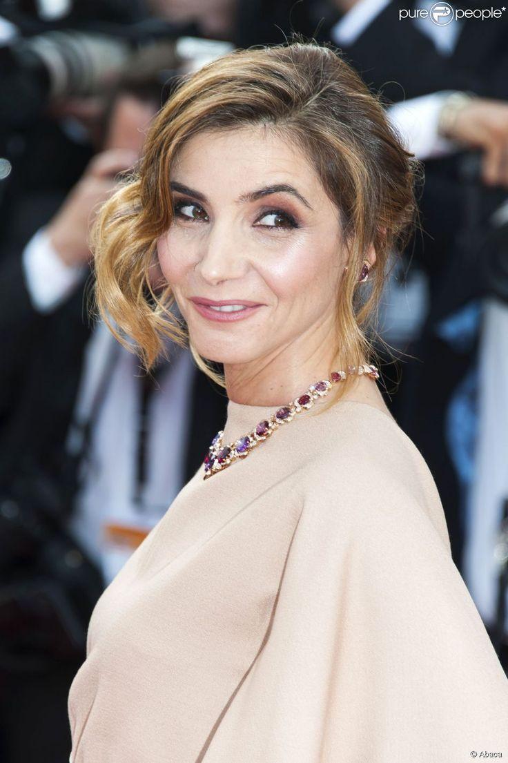 """Clotilde Courau - Montée des marches du film """"La Tête Haute"""" pour l'ouverture du 68e Festival du..."""