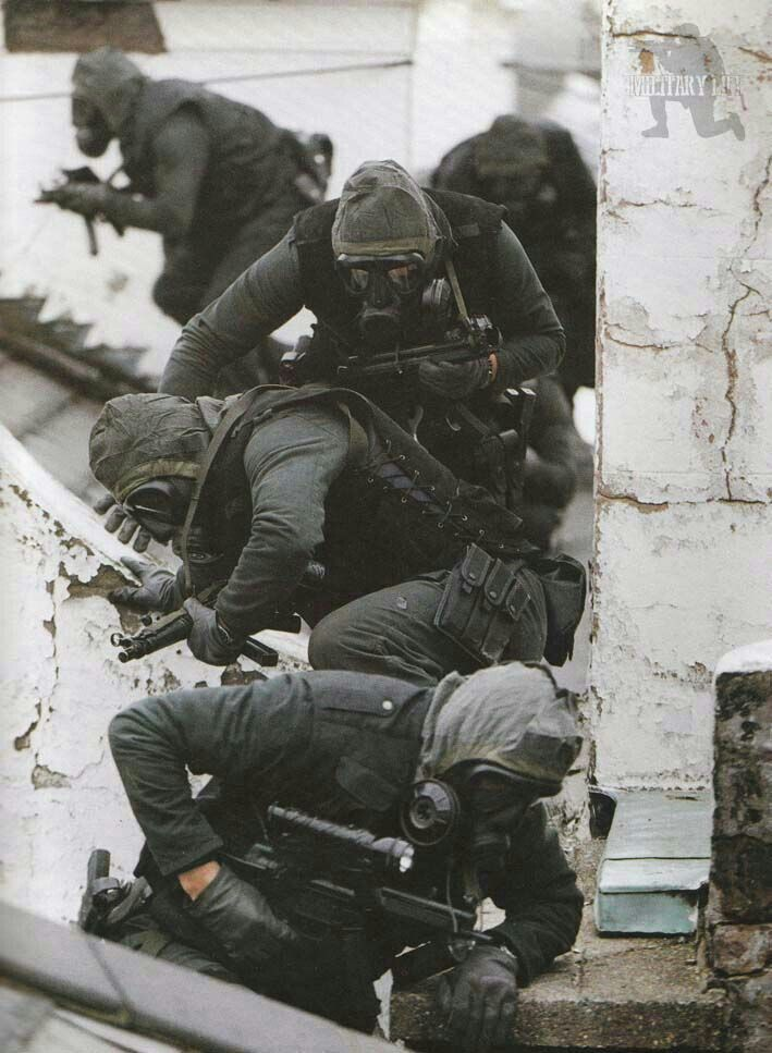 SAS on the roof of Iranian Embassy 1980.