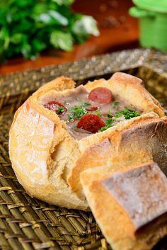 Caldo de feijão carioca no pão italiano