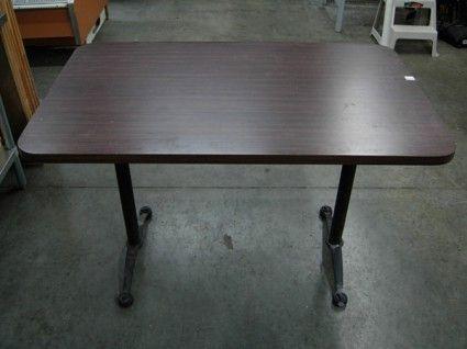 Table à pattes pliantes