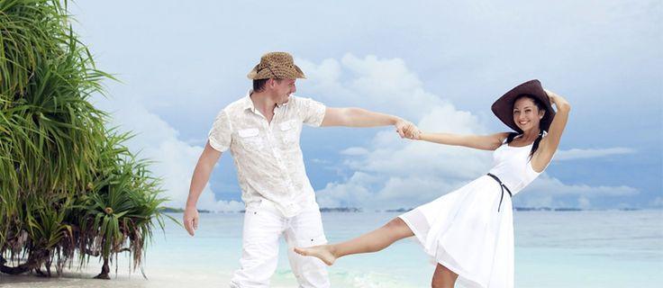 Voyage de noces au Vietnam Le Vietnam depuis longtemps est sans doute une destination fasciante en Asie avec des paysages exceptionnels, de l'ambiance paisible et de la culture riche. Après la découverte de Ha Noi jusqu'à Ho Chi Minh, votre voyage se termine à l'île de Phu Quoc, l'un des lieux privilégiés des amoureux, niché dans le golf du Siam, connu pour sa réserve naturelle qui présente un patrimoine de faunes et de flores ainsi que ses plages de sable blanc très romantique.