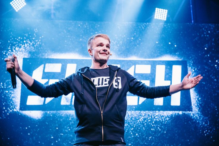 Desktop is the new print. Mobile is the new black. Data is the new oil. And this is just a beginning… Here's a tweet analysis of Slush 2014, final version.