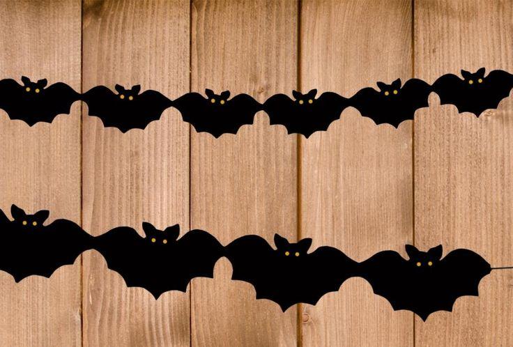In dieser Bastelanleitung zeigen wir euch, wie ihr eine gruselige Halloween Girlande basteln könnt. Schritt für Schritt - mit kostenloser Vampir Bastelvorlage!