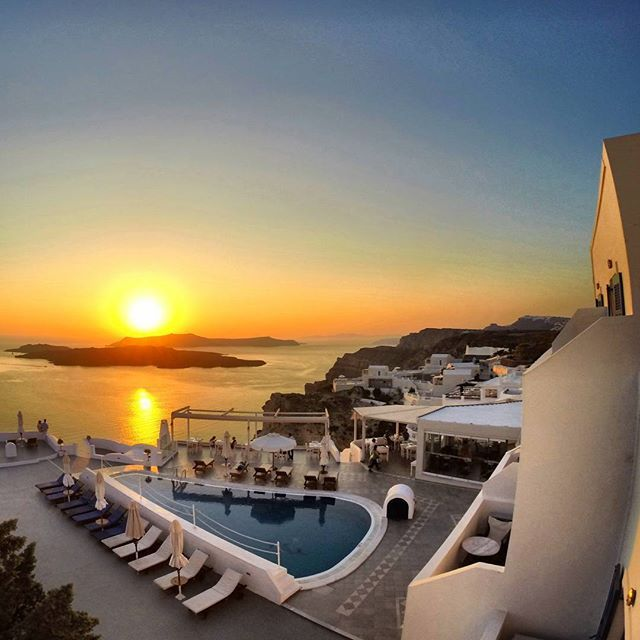 Friday evenings at Volcano View Hotel Santorini can only begin beautifully! Here's a stunning #sunset capture by guest Delmong83 at Instagram. Always happy to view and share your magical moments!