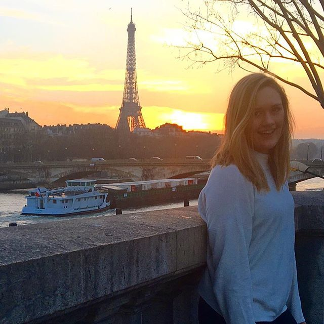 Guess where I am?! (I really didn't want my first Paris photo to be of the Eiffel Tower, but we followed the sunset and this is where it brought us!) _________________________ #paris #travel #tourist #instatravel #travelgram #france #eiffeltower #sunset #beautifulsunset #boat #river #touristing #beautifulview