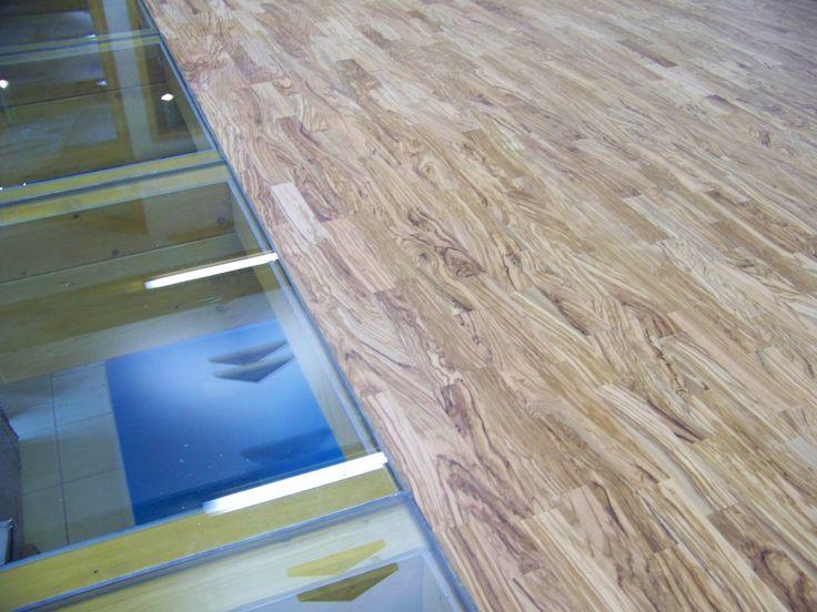 realizace masivních parket z olivového dřeva http://www.podlahy-rozsafny.cz/