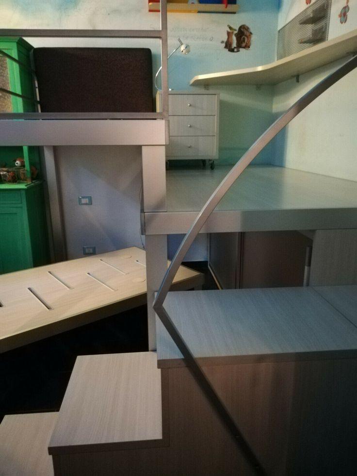 Camera DOIMO a soppalco con scrivania sospesa come nuova