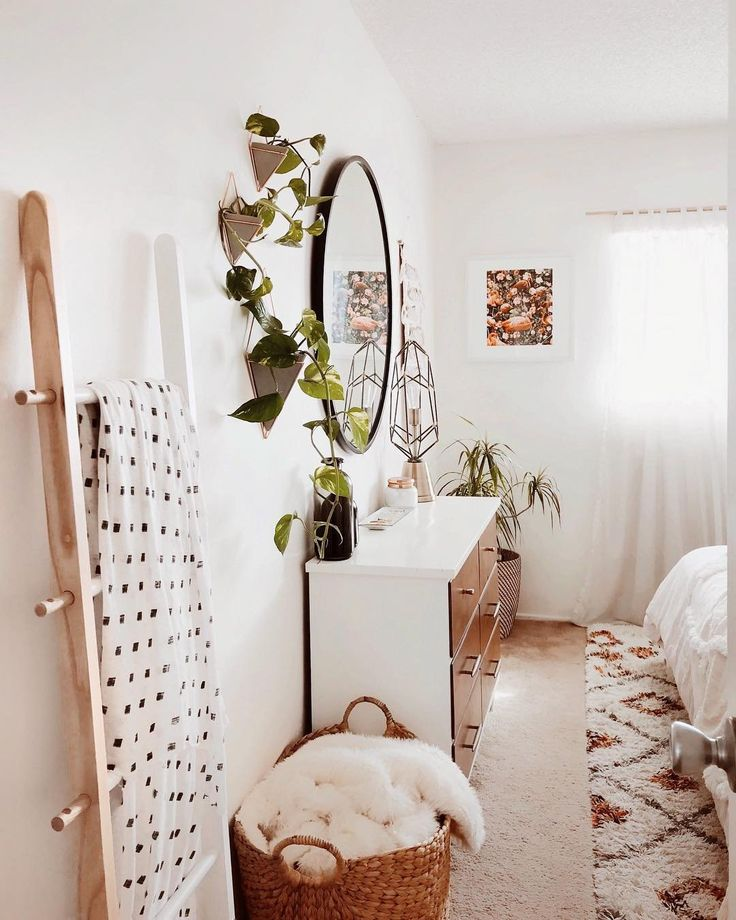 really cool use of plants here too - literally brings the room to LIFE - bry