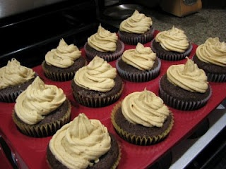 Chocolate Cupcakes with Peanut Butter Icing: Peanuts, Chocolate Cupcakes, Chocolates, Peanut Butter Icing, Dessert