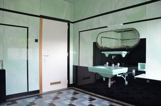312 best images about art deco bathroom on pinterest art deco style art deco and bathroom. Black Bedroom Furniture Sets. Home Design Ideas