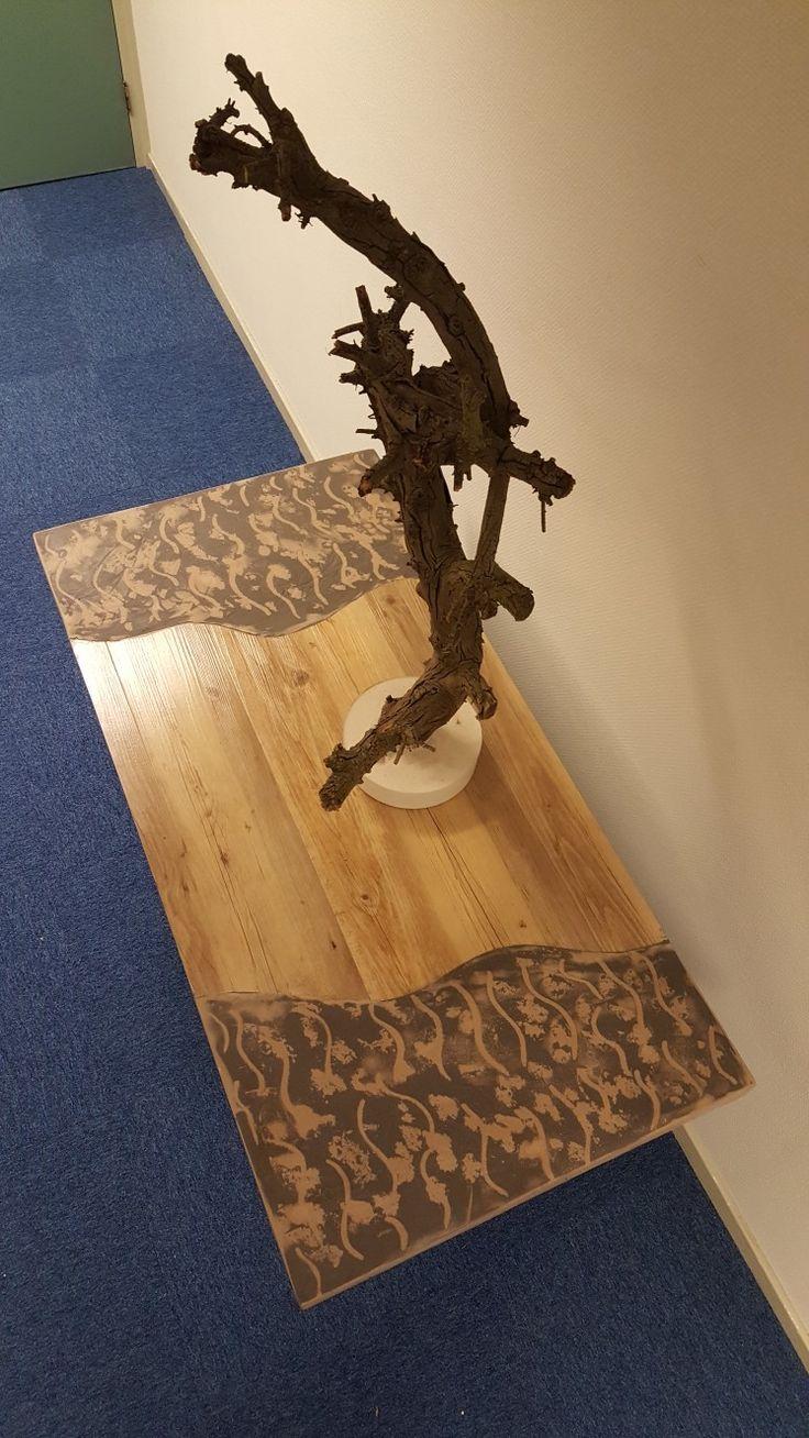 Bijzondere combinatie met Beal Mortex (beton stuuk) en PVC stroken(houtstructuur)  Ontwerp Tony Burki Uitvoering Burki Design