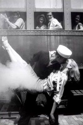 Love this: Training Stations, A Kiss, The Kiss, Drawings Art, Black White Photography, Vintage Romances, Couple Pics, Old Photo, Sailors