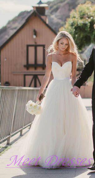 Beautiful Wedding Dress Affordable A Line With Spaghetti Straps Flowy White Summer Beach Tulle Wedding Gown