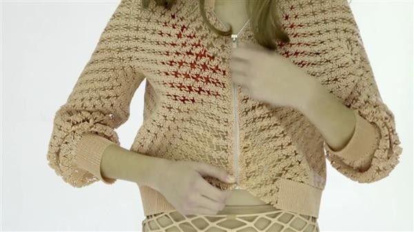 Die israelische Modedesignerin Danit Peleg hat vor kurzem ihre erste 3D-Druckjacke auf ihrer Website vorgestellt.