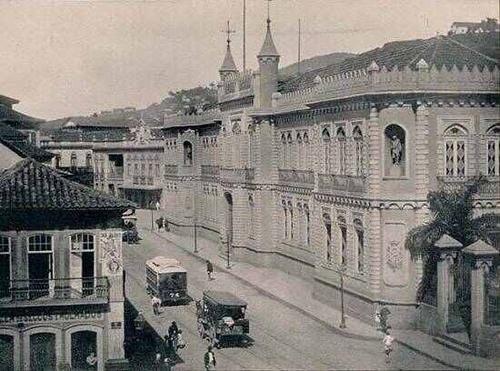 """Rua da Guarda Velha"". This nineteenth century image pictures the old Rua da Guard Velha, which today is Rua Treze de Maio. In the story ""A Cartomante,"" Rita visits a cartomante whose house is located on the Rua da Guarda Velha."