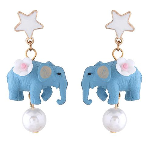 Oorstekers met lichtblauwe olifant en witte parel