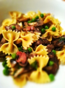 Bacon, Mushroom Pasta with Peas | Delicious Things to Try | Pinterest