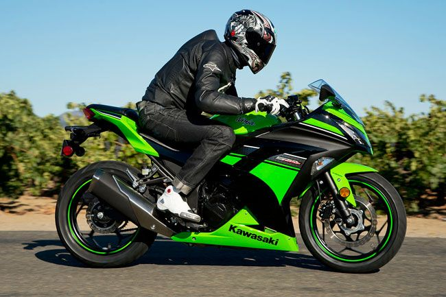 Kawasaki-Ninja-300-piloto