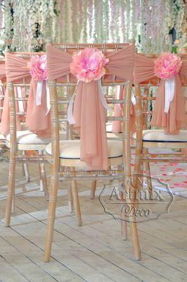 Украшение стульев широкими лентами и цветами