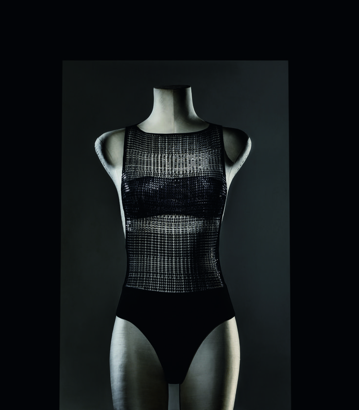 Every thread is interwoven, every Swarovski crystal is applied by hand – the Cristallo Nero body from the La Perla Made to Measure service.