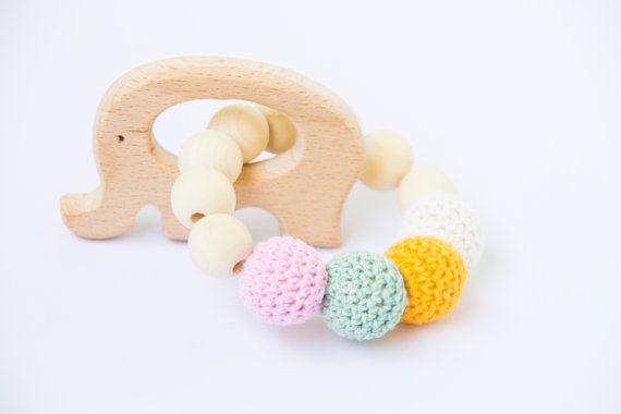 Anneau de dentition en bois  crochet en bois par AllLovelyMade