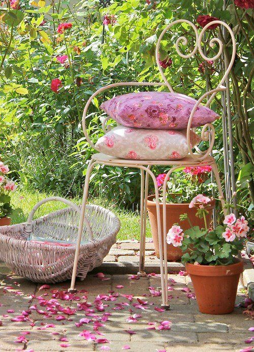 Vintage Chairs, Gardens Seats, Summer Gardens, Shabby Chic, Pink, Wrought Iron, Gardens Chairs, Flower, Shabbychic