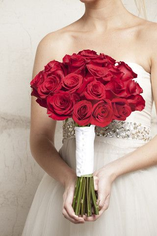 10 best diy wedding bouquets images on pinterest diy wedding i want this bouquet dozens of stunning red roses made with a do it yourself flower kit from itsbyu solutioingenieria Gallery