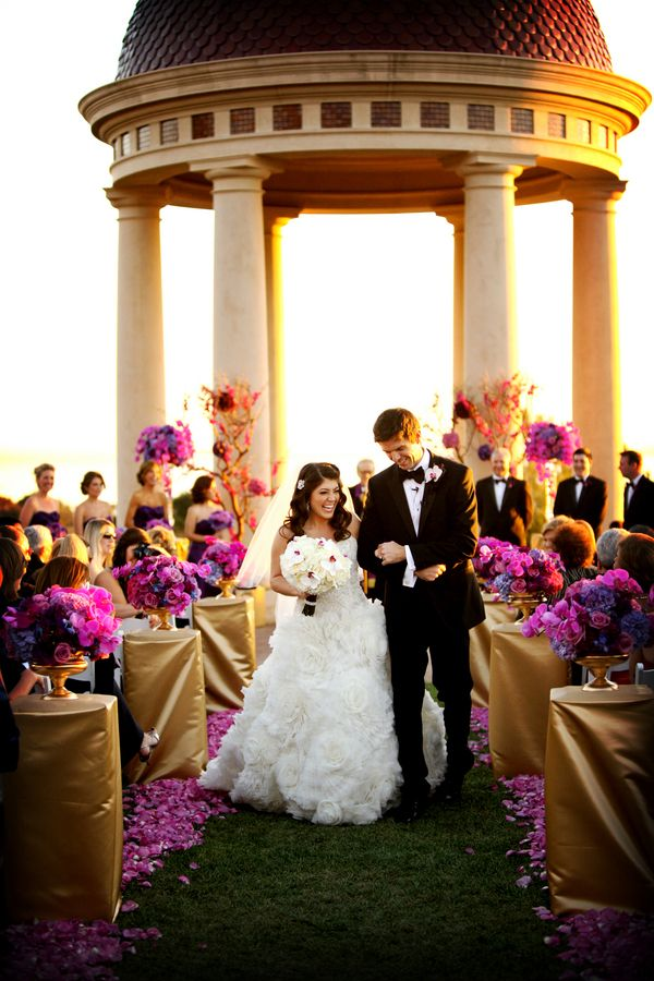 Radiant orchid wedding ceremony | Pepper Nix Photography on @myhotelwedding via @aislesociety