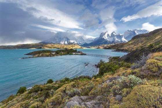 Torres del Paine (Chile) - Principal parque nacional do Chile, o Torres del Paine tem mais de 240 he... - Shutterstock