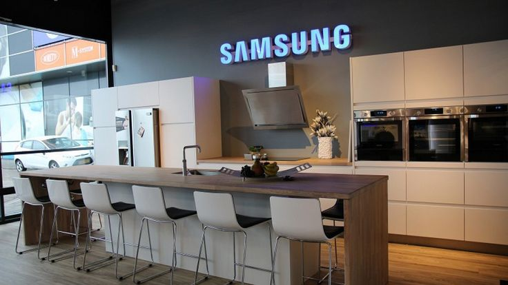 Keukenloods.nl - Zeer ruime keuken met kookeiland. Inclusief apparatuur (Showroom: Zaandam XXL)