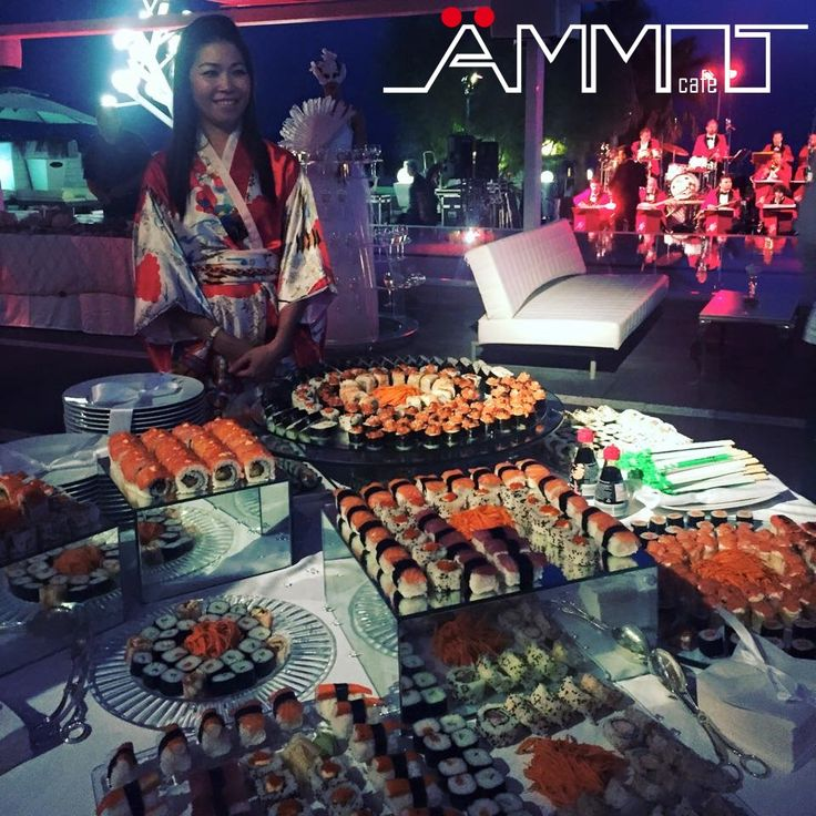 Per creare un momento divertente, curioso ed inusuale ad un matrimonio in spiaggia dallo stile esotico ecco la proposta di Ammot Cafè di un buffet di sushi.