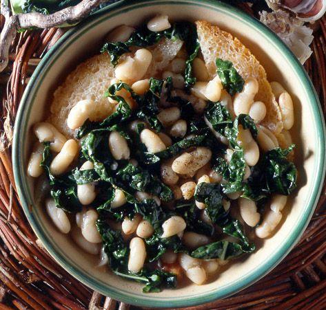 Minestra toscana di fagioli e cavolo nero / Tuscan bean soup and black cabbage