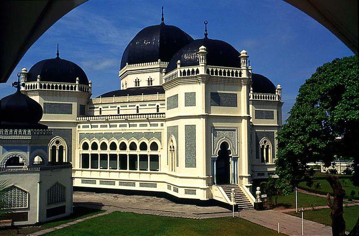 Mesjid Raya Al Mashun di Kota Medan, Sumatera Utara