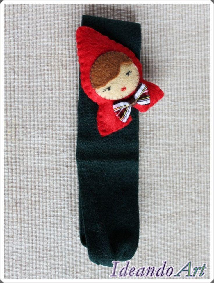 Diadema con Caperucita Roja de fieltro cosida a mano by IdeandoArt. La puedes comprar aquí: http://es.dawanda.com/shop/ideandoart
