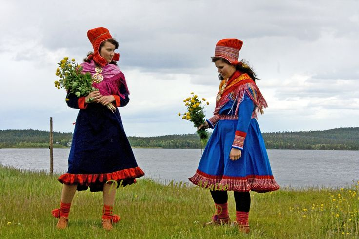 Globeflover pickers Maria and Inger-Elle, On the beach of Lake Inari  Lapland Finland  Photo Aili Alaiso