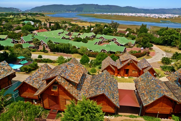 These unique wooden units are all self-catering with kitchenette, en-suite bathroom with spa-bath, Television with selected DSTV channels as well as a balcony for those lovely sunsets over the Knysna Lagoon & Heads!