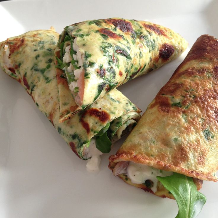 Spinatpandekager med avokado, hytteost og røget laks (3-4 personer) - See more…