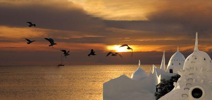 É em Punta Ballena, no Uruguai, que a Casapueblo se destaca com uma inesquecível homenagem ao pôr-do-sol, misturando arte e natureza em um momento incrível!
