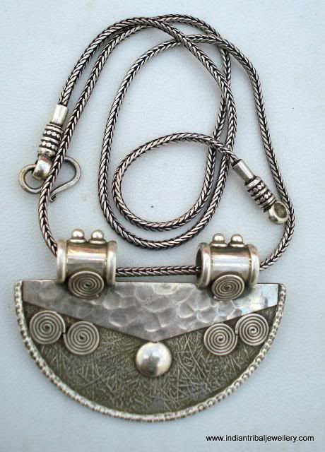 India | A contemporary handmade sterling silver pendant from Rajasthan, combined with a silver chain
