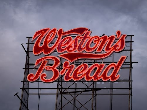 You know you're close to Weston's because the air smells so good...all yeasty and baking bread...