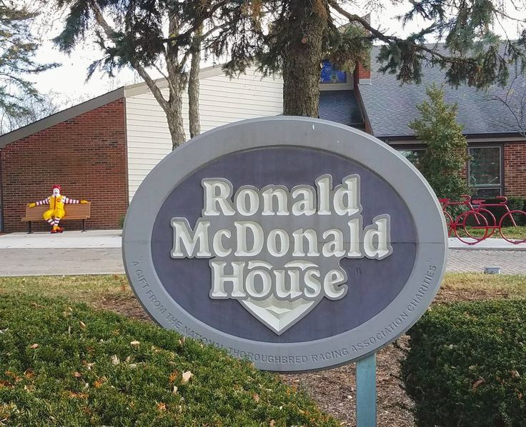 Today we got to be Santa and dropped off a HUGE bag of wish list items at the Ronald McDonald House that were donated by a few of our friends with the @joyfuldaygiveaway! It was definitely the highlight of our day!