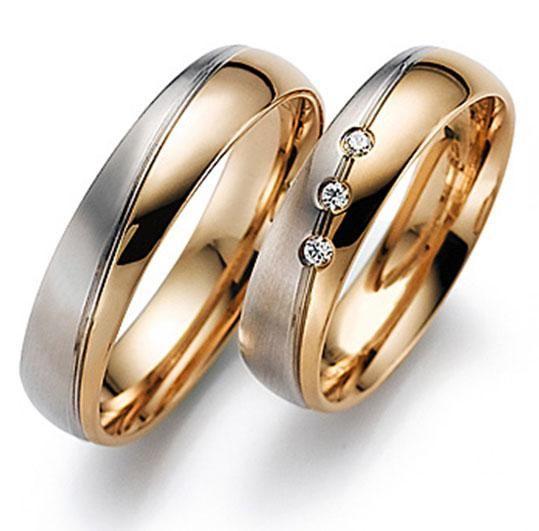 АРТ: ТС 66-323. Классические обручальные кольца из розового золота с накладкой из белого золота 585 пробы. Внешняя сторона кольца идеальной бочкообразной формы, а внутренняя поверхность с облегающей, комфортной посадкой («comfort fit» ).  Идеальная, блестящая полированная поверхность. Женское кольцо с 3 бриллиантами, с высокими характеристика цвета и чистоты: 4/4-5. Такие идеально подходят приверженцам традиционного стиля. Цена пары обручальных колец 41200р.