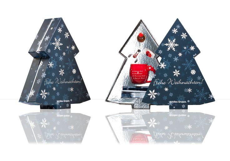 Hochwertige Verpackung mit individueller weihnachtlicher Form. Die Verpackung/Schachtel besteht aus 2 Deckeln und einem silber-kaschierten Kragen. Eine partielle Heißfolienprägung in silber verleiht dem Tannenbaum ein edles Aussehen. #weihnachtsverpackung #schachtel #verpackung