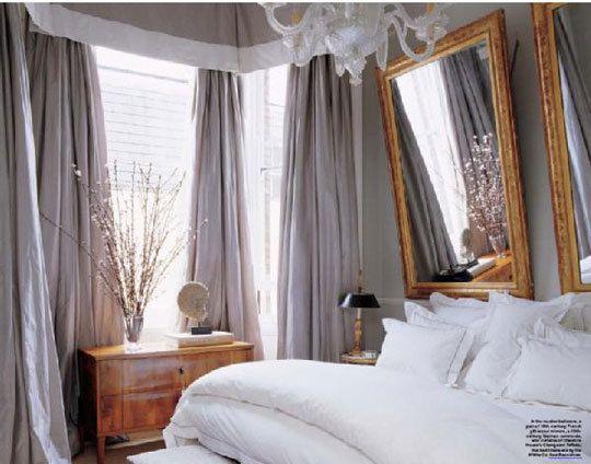 Jewelry Designer Fruzsina Keehn's Flat in London.  Interior Design by Alex Papachristidis {Elle Decor November 2006}