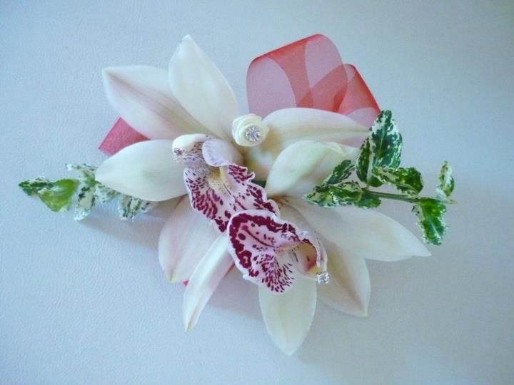 White orchid lady's corsage