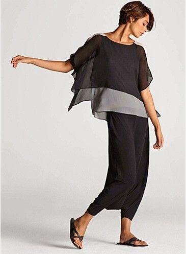 foto de eileen fisher.com/ Solo necesitas 2 pañuelos y un par de puntadas para conseguir esta prenda. Encima de una camiseta o un top te va a permitir cambiar totalmente su aspecto añadiendo un toque