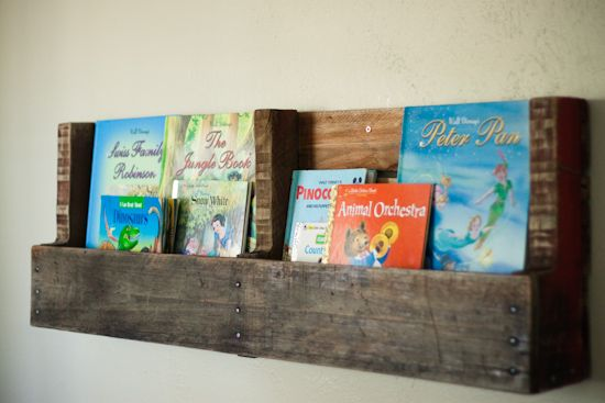 pallet wall decor: Kid Books, Wood Pallet Shelves, Book Shelves, Wood Pallets, Kids Book, Recycled Pallet, Pallet Bookshelves