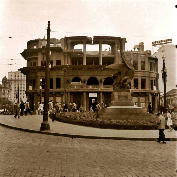 1947 - Vale do Anhangabaú com Avenida São João - A demolição  da Delegacia Fiscal e o monumento em homenagem a Giuseppi Verdi.