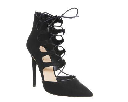 las señoras Anne Michelle en punta de salón 'Zapatos'